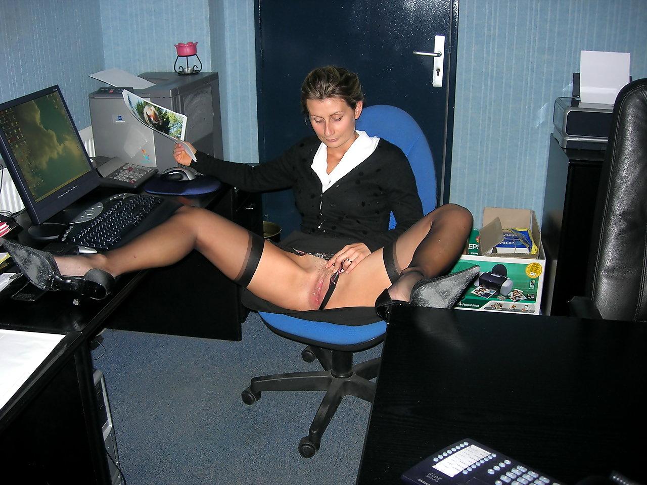 Секс с секретаршей в мини юбке в офисе 24 фотография